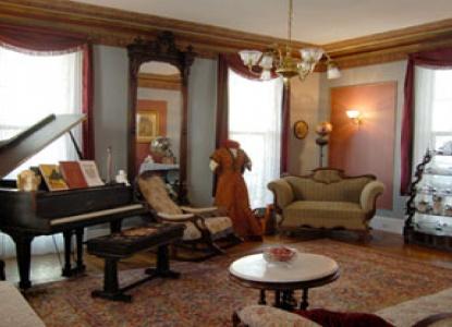 The Harrison Inn, Parlor