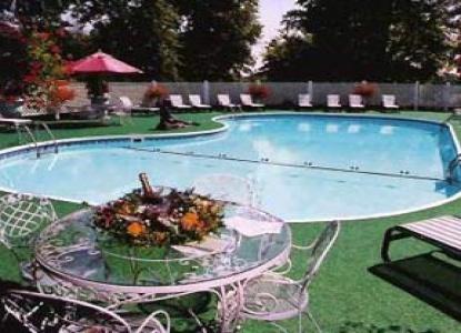 Tara- A Country Inn, swimming pool