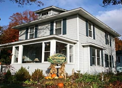 Beautiful retreat located just steps away from shops, artist-owned galleries, restaurants, boat docks, boardwalk & parks. Come to Saugatuck and let Serendipity be your home while you are here!
