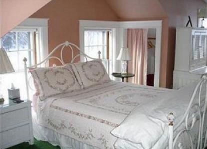 The Trumbull House Bed & Breakfast bedroom