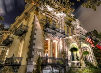 Experience gracious hospitality at the elegant Hamilton-Turner Inn in the center of Savannah's historic district.