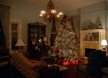 Two Meeting Street Inn, Christmas tree