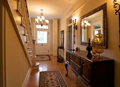 Oak Hill on Love Lane - Hallway
