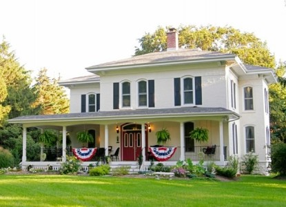 Peaceful, romantic getaway on a 5 acre estate offering high end amenities, less than 5 minutes to downtown South Haven.