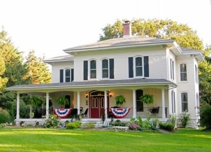 Monroe Manor Inn Bed & Breakfast, front view