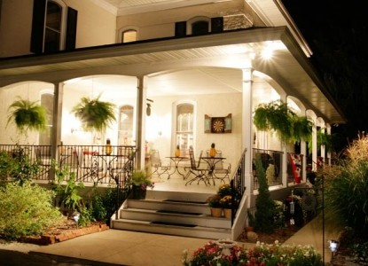 Monroe Manor Inn B&B, Front Veranda