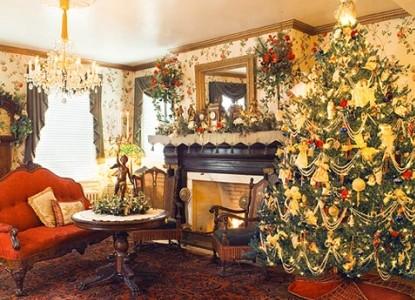 Tara- A Country Inn, Christmas fireplace