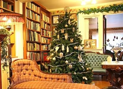 Martine Inn-Christmas Magic