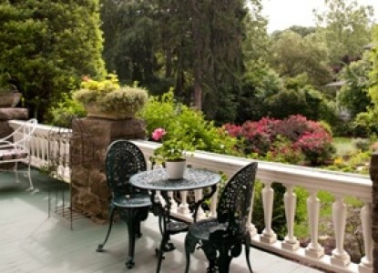 The Lion and the Rose Bed & Breakfast-Outside Seating