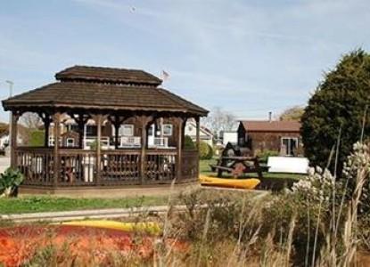 Harbour Inne & Cottage, gazebo