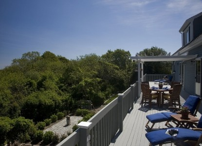 Set in a quiet residential neighborhood with views of Cape Cod Bay, the High Pointe Inn is recognized as one of the Top Ten Romantic Inns, 2013.