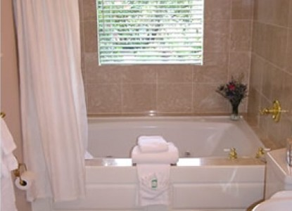 At Cumberland Falls Bed and Breakfast Inn-Victorian Two Person Whirlpool Tub