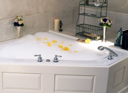 At Cumberland Falls Bed and Breakfast Inn-Daydream Two-Person Jacuzzi Tub