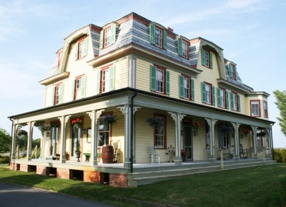 7 Rm B&B in Lovingly Restored 1800's Steamship Hotel. Nestled on the Shores of the Wicomico River in a Picturesque Village!