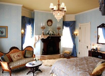 Alexander Mansion Bed and Breakfast bedroom