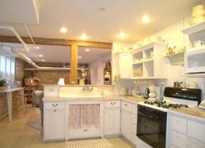 Alexander Mansion Bed and Breakfast kitchen