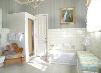 Alexander Mansion Bed and Breakfast bathroom