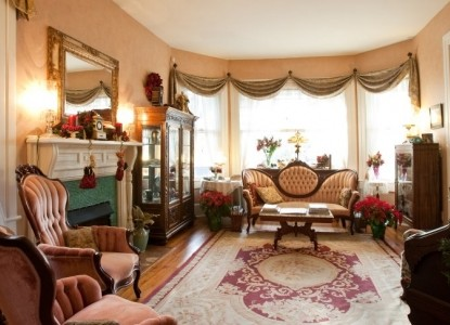 A Bed of Roses Bed & Breakfast Christmas Parlor