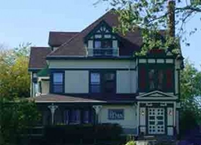 Historic Bed & Breakfast just 10 minutes from the center of Portland's lighthouses, beaches, lakes, old port, theater and more!