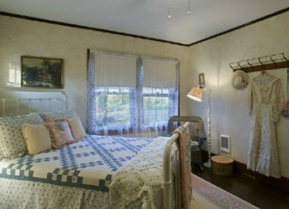Peaceful prairie vistas, private Carriage House, candlelight dinner