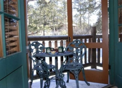 America's Rocky Mountain Lodge & Cabins front patio