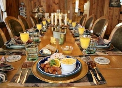 America's Rocky Mountain Lodge & Cabins dining table