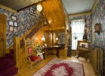 Port City Victorian Inn Bed & Breakfast, staircase