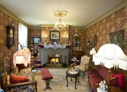Port City Victorian Inn Bed & Breakfast, common lounge