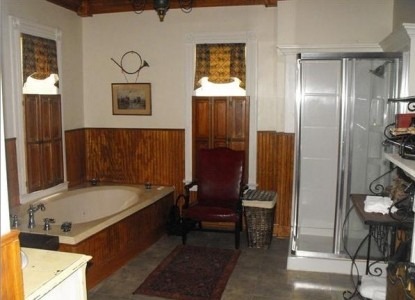 Colonel's Cottage Inns and Bourbon Loft-Millstone Cottage bath
