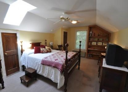 East Hills Bed & Breakfast Inn, lovell cottage