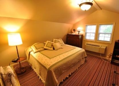 East Hills Bed & Breakfast Inn, meek red barn 2