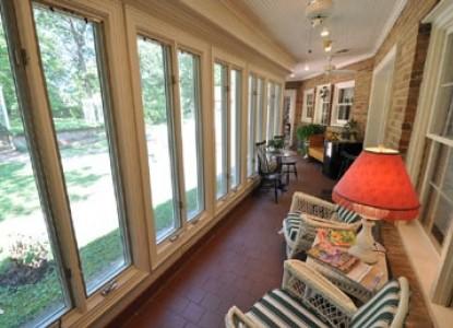 East Hills Bed & Breakfast Inn, windows