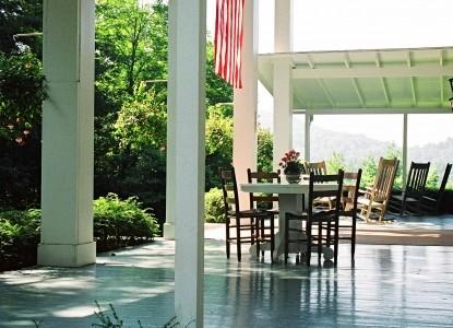 Colonial Pines Inn bed & Breakfast, patio