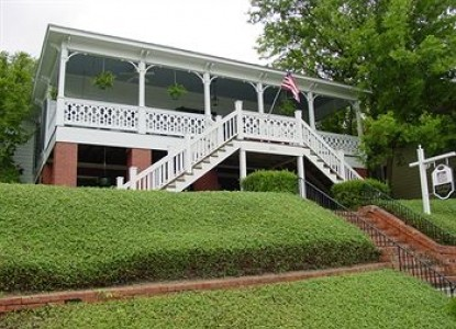 Red Bluff Cottage Bed and Breakfast, front view