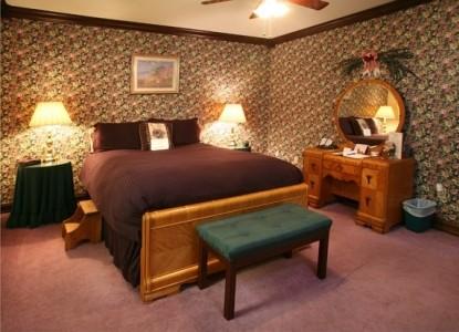 Loretta Rose Whirlpool Suite