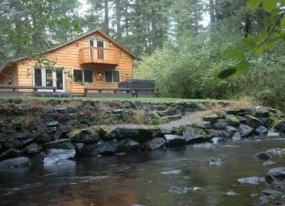 Luxurious cabins located just yards from the Mount Rainier National Park entrance, on the road to Paradise Visitor Center.