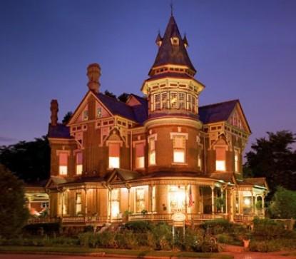 The Empress of Little Rock front of inn