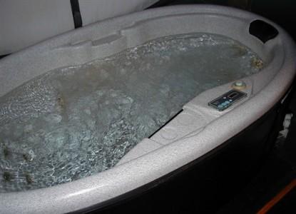 The Tolland Inn, hot tub