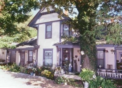 Historic District B & B-one block walk to shops/cafes<br>Some rooms with <b>TWO BEDS</b>-award winning gardens.