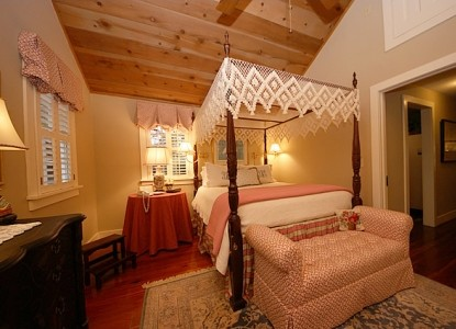 Arrive down an avenue of ancient live oaks to be welcomed at this circa 1812 main house!