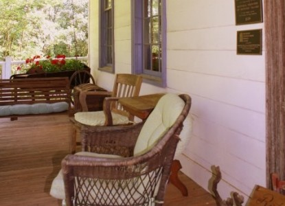 Rocky Retreat Bed & Breakfast patio