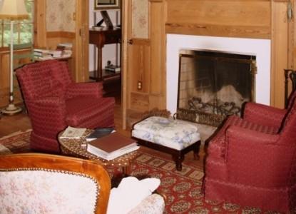 Rocky Retreat Bed & Breakfast living room