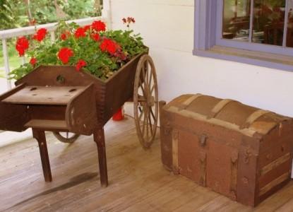Rocky Retreat Bed & Breakfast wheel barrow