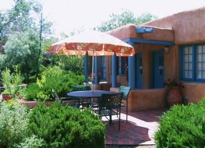 Pueblo Bonito Bed & Breakfast patio
