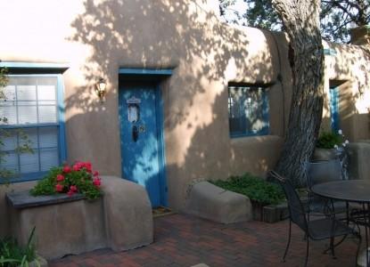 Pueblo Bonito Bed & Breakfast door