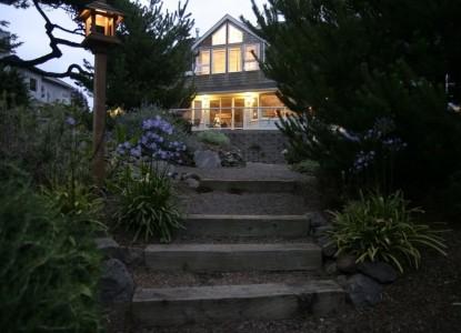 Ocean House Bed & Breakfast-Walkway
