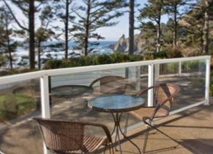 Ocean House Bed & Breakfast-Outside Table