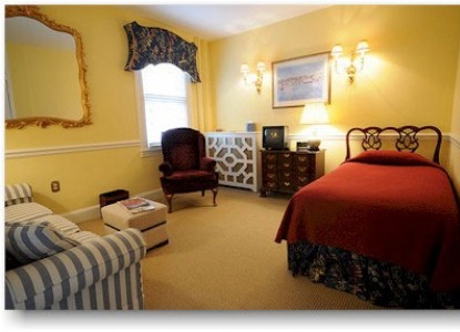 Flag House Inn Bed & Breakfast Two Room Suite