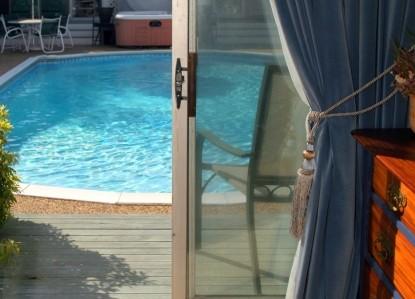 Lamb and Lion Inn, swimming pool