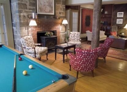Captain Stannard House Country Inn-Pool Table